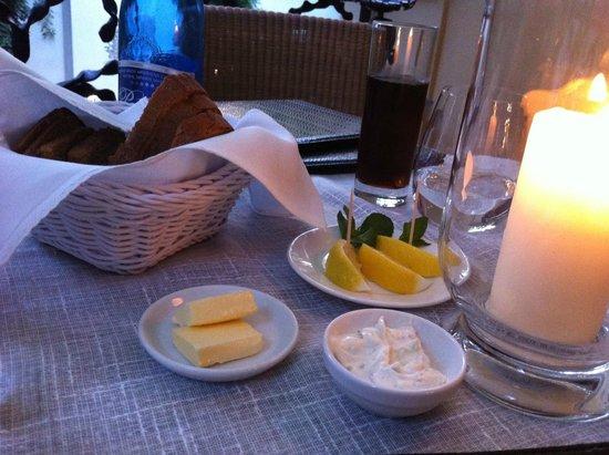 Polska Rozana : Bread and Butter at balcony