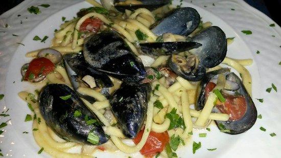 Al Faro: Scialatielli ai frutti di mare