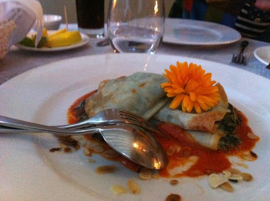 Restauracja Polska Rozana : Golden Pancake with Spinach Stuffing