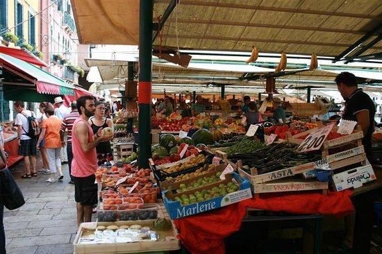 Ponte di Rialto : Groenten en fruit in overvloed.