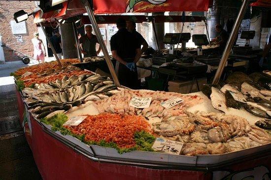 Ponte di Rialto : Schaaldieren en vis...
