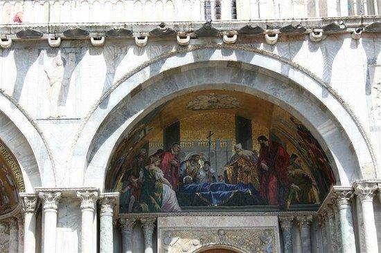 Basilique Saint-Marc : Hiervoor komen de vele toeristen...
