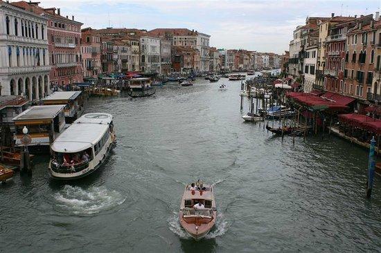 Canal Grande: Alle formaten van boten...