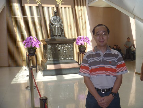 National Palace Museum: At the statue of Dr Sun Yat Sen my idol!