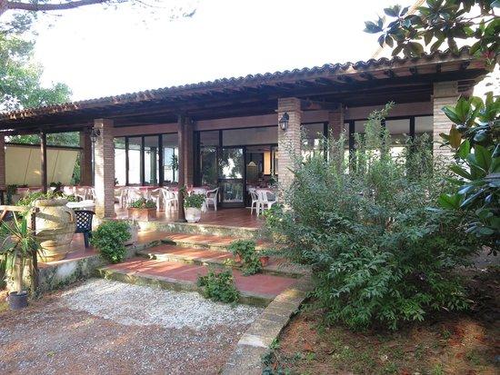 Hotel Ristorante La Pergoletta : Outside section of main restaurant