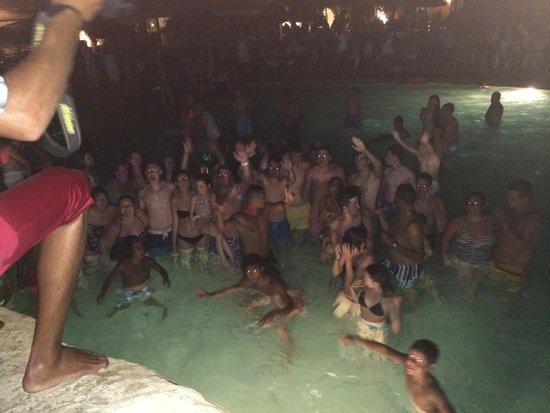 SENTIDO Phenicia: Pool party