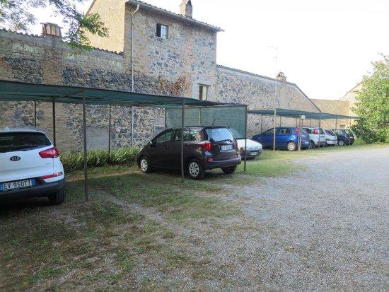 Hotel Ristorante La Pergoletta: Ample shaded parking