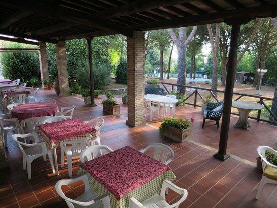 Hotel Ristorante La Pergoletta: Outside area of main restaurant
