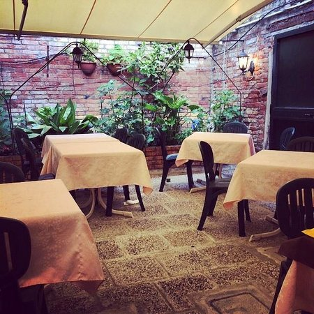 Pizzeria Trattoria all'Anfora : Outside Seating