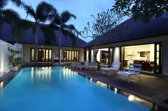 Nunia Boutique Villas: Two Bedroom Pool night