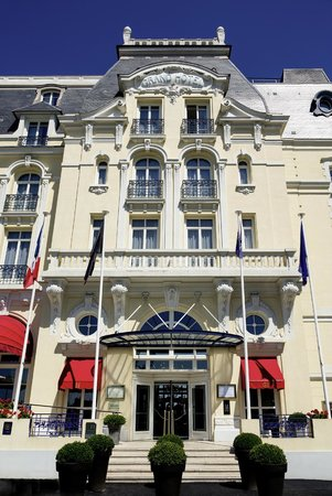Le Grand Hotel Cabourg - MGallery Collection : façade