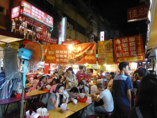 Raohe Street Night Market: にぎやかです