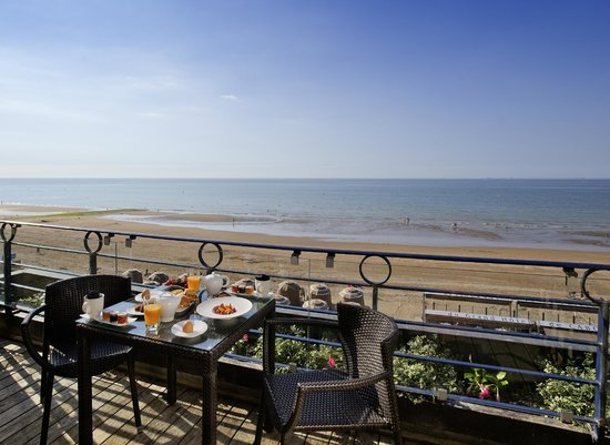 Le Grand Hotel Cabourg - MGallery Collection: terrasse