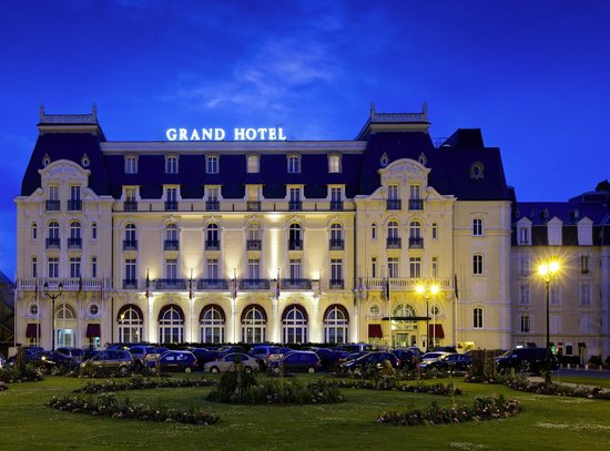 Le Grand Hotel Cabourg - MGallery Collection: Hotel le soir