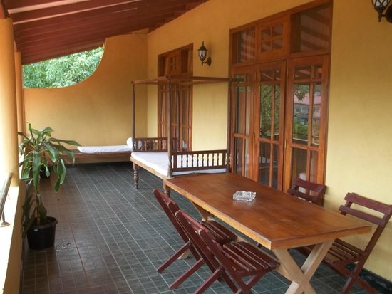 Tea Hills Bungalow : Living area