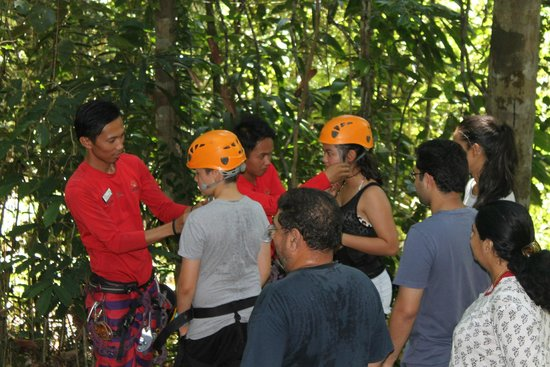 Bunga Raya Island Resort & Spa: Putting on the harness for zip-lining