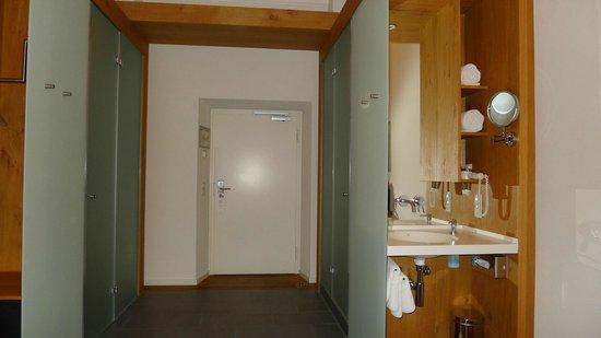 Kloster Holzen Hotel: Toilette - Türe - Dusche - Waschecke, alles getrennt !
