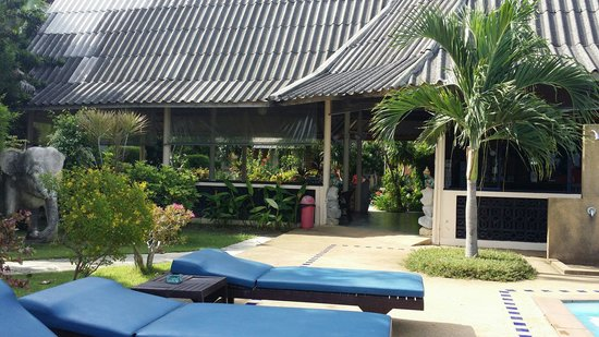 Blu' Beach Bungalows: View from in front of the pool looking back.