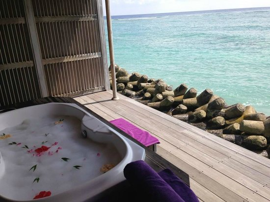 Kuredu Island Resort & Spa: Bain au lait de coco au Dunye Spa O'Resort