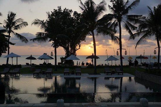 Belmond Jimbaran Puri: Sunset at the Hotel