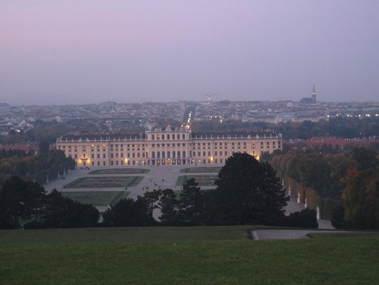 Château de Schönbrunn : Looking down the Palace from the orangery