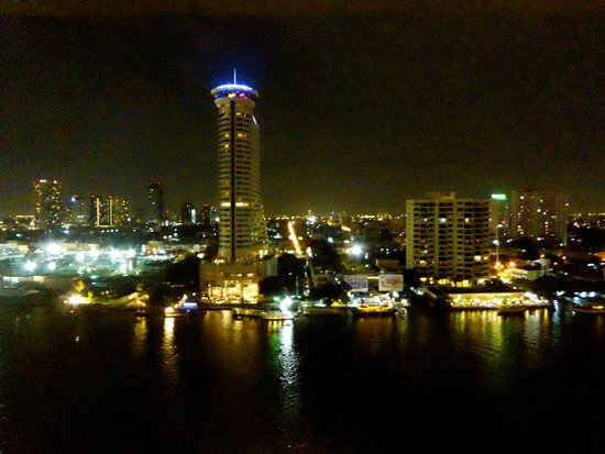 Royal Orchid Sheraton Hotel & Towers : Night View of the River