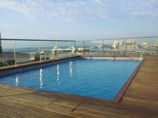 Eurostars Grand Marina Hotel: hotell pool på taket