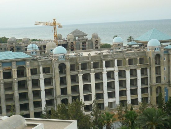 Marhaba Palace Hotel : Hotel being built next door to Marharba Palace