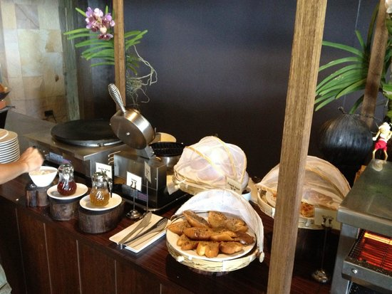 Mandarava Resort and Spa: Breakfast spread 6 - waffles and pancakes