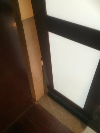 The Briza Beach Resort Samui : The broken bathroom door within the Srivijaya Pool Villa.