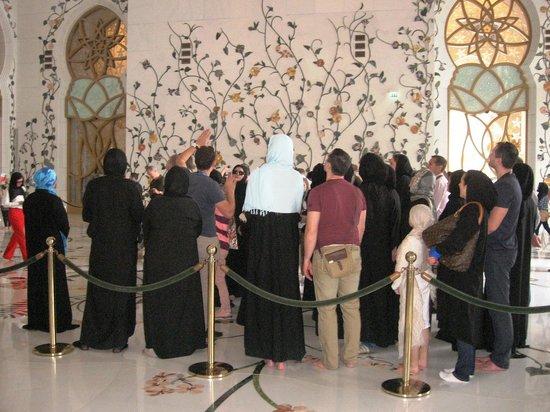 Mosquée Cheikh Zayed : русская группа, одетая в абаи