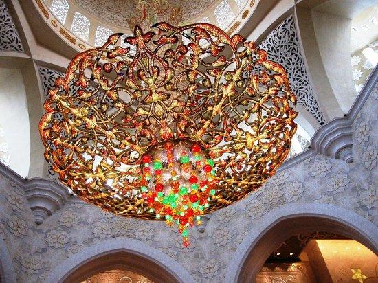 """Mosquée Cheikh Zayed : люстра """"от Сваровски"""""""
