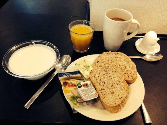 Wakeup Copenhagen Carsten Niebuhrs Gade: Ontbijt bij Wakeup Copenhagen: niet verbazingwekkend, maar gezond en lekker!