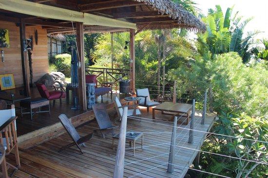 Tsara Komba Luxury Beach Forest Lodge : Main deck in restaurant area