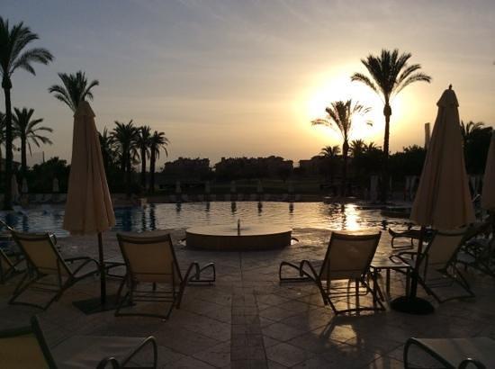 InterContinental Mar Menor Golf Resort & Spa: cenando viendo esta puesta de sol