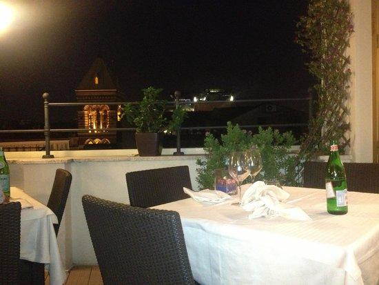 Hotel Artemide: Rooftop restaurant