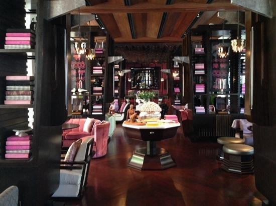Park Hyatt Siem Reap: living room at Park Hyatt