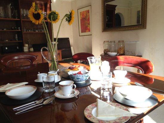 Sunny breakfast at Kennet House