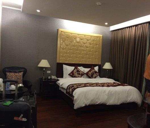 Hanoi Medallion Hotel: Habitación espaciosa