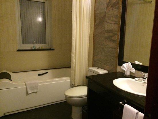 Hanoi Medallion Hotel : Baño totalmente nuevo.