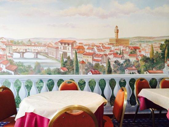 Hotel Europa Signa: Una parete della sala colazione del quinto piano.