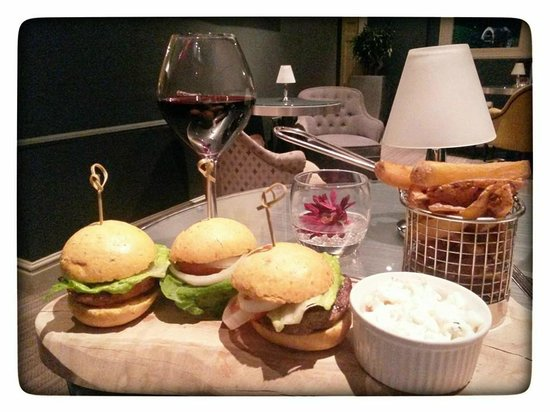 Mercure Milton Keynes Parkside Hotel (soon Woughton House - MGallery by Sofitel): Late dinner