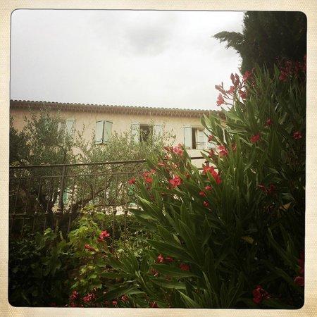 La Bastide du Pin : Mansion and garden (rear)
