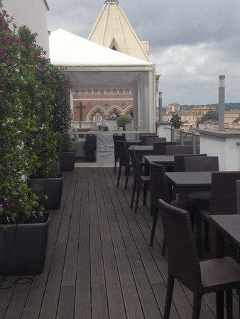 La Griffe Roma - MGallery By Sofitel : Terrasse au dernière étage