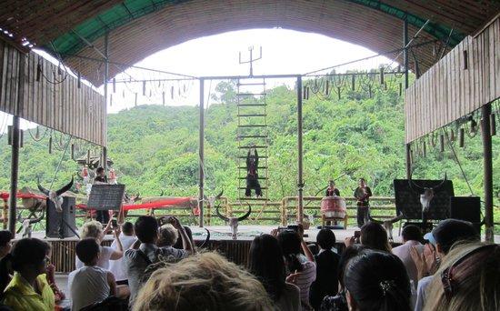 Wuzhishan Li and Miao Customs Tourism Village: Представление