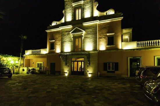 Hotel Villa Rosa Antico: Esterno notturno