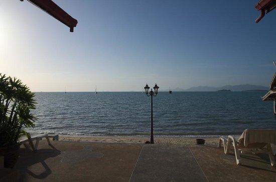 Kinnaree Resort: beach view