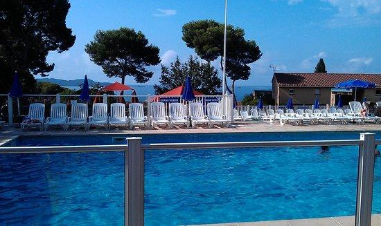 Terrasse chambre n 19 photo de club vacanciel for Piscine carqueiranne