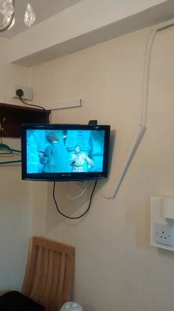New Dawn Hotel: Another shot of the TV plus coat hangers in room 7
