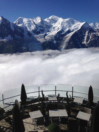 Telepherique du Brevent : La terrasse panoramique du restaurant du Brévent et le mont Blanc
